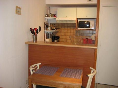 Petite cuisine studio cuisine pour studio comment cet for Petite table cuisine pour studio